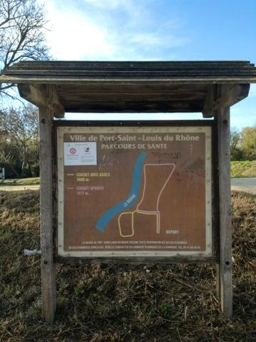 Fitness trail, extends from the bike path to the Rhone and follows the river bank.