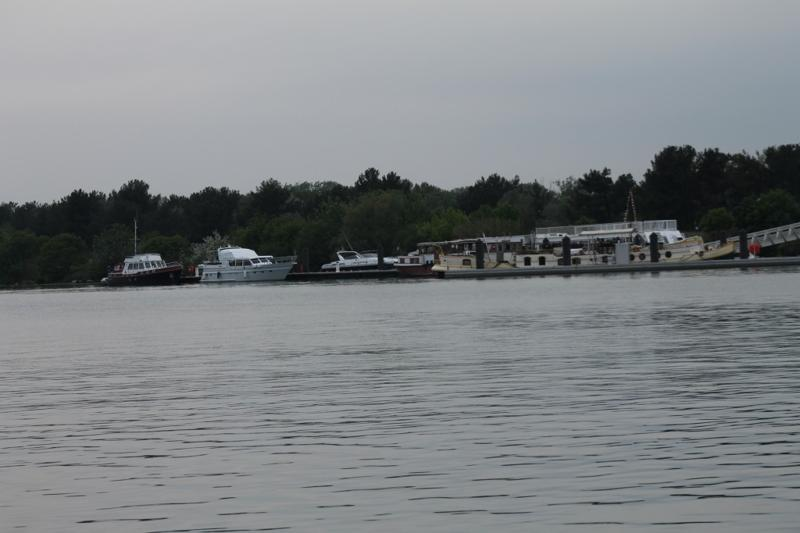 Plaisance Pontoon at Aramon; potential mooring on the Rhone along the right bank near PK254