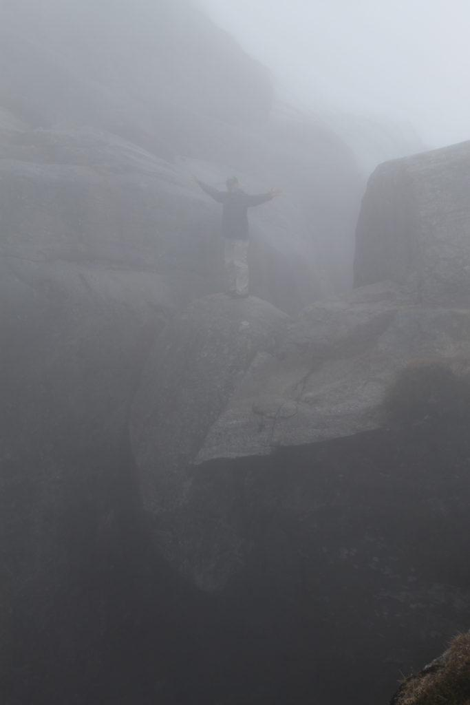 Photo finish standing on the suspended boulder at Kjerag!